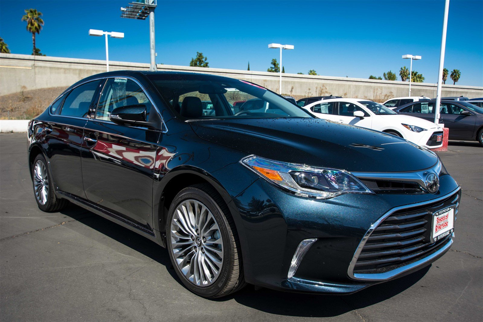 Pre Owned 2017 Toyota Avalon LIMITED 4dr Car in Riverside