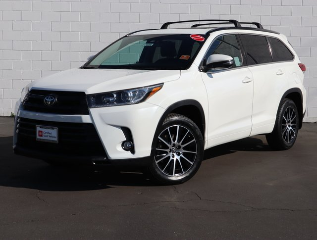 Certified Pre-Owned 2017 Toyota Highlander SE 4WD